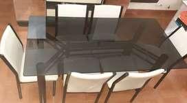 Juego de mesa(de vidrio) y sillas