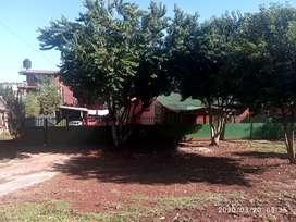 Vendo terreno con casa muy buena ubicación. La casa principal cuenta con dos habitación y un baño cocina living comedor