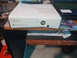 Vendo xbox 360 slim con 2 controles leer descripcion
