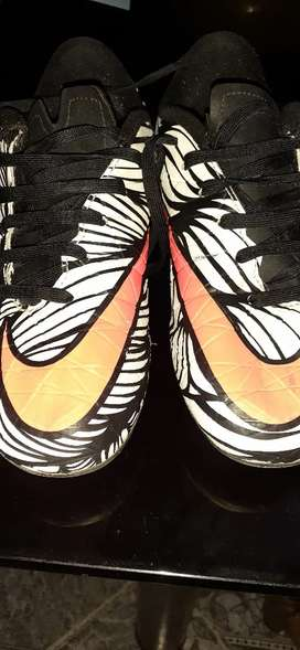 Vendo botines Nike