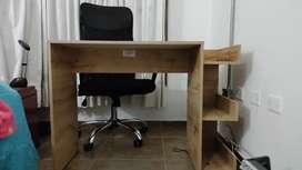 Escritorio + silla tipo gerencial