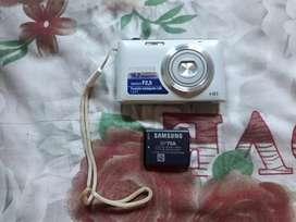 Vendo cámara digital Samsung de 16.0 mpx con zoom de 2.5 semi nueva filma y graba videos