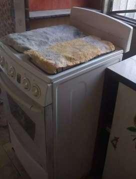 Estufa de Piso Con Horno Gas Natural 4 Puestos