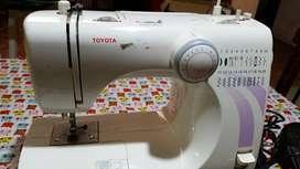 Maquina de coser Toyota modelo STF 37