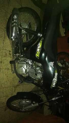 Moto suzuki Ax4 color negra, 3 meses de uso
