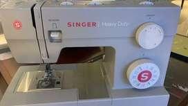 Vendo maquin de coser poco uso
