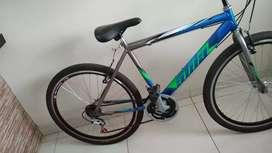 Hermosa bicicleta todo terreno