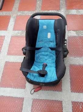 Silla para bebé en el carro