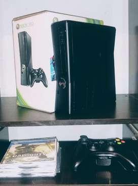 Xbox 360 esta chipeado y en excelentes condiciones.