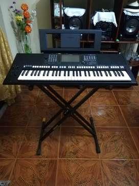 Se vende piano Yamaha PSR-S775