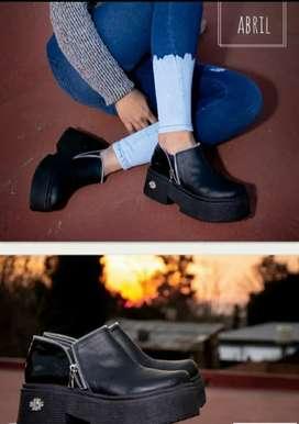 Vendo zapatos nuevos en caja talle 39