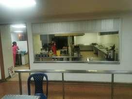 Se necesita señora jefe de cocina con experiencia