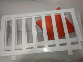 vendo barandas- corral en madera para adaptar a cama color blanco