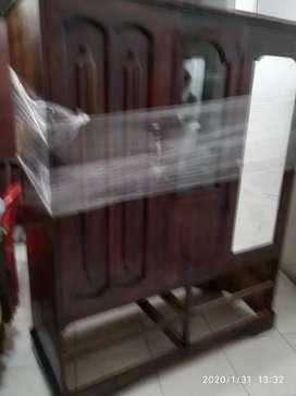 Armario de dos puertas recién restaurado.