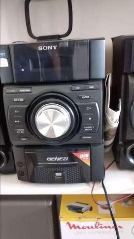 Equipo de música Sony con 4 bafles