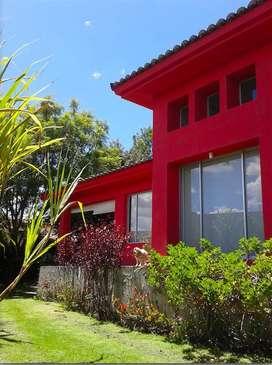 Cumbaya - Tumbaco. Hermosa Casa Dentro de Urb. Privada