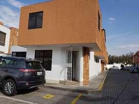 Arriendo casa dos plantas en conjunto residencial, con espacios verdes, parqueaderos, parque infantil.