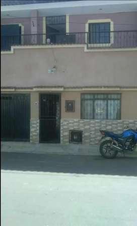Se vende casa de dos plantas cerca ala alcaldía