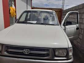 Toyota hilux 4x4 año 2002