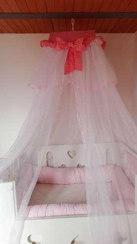 Vendo toldillo y protectores de cama cuna