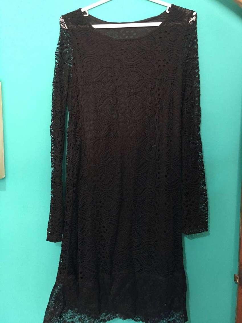 Vestido de encaje color negro talle m 0