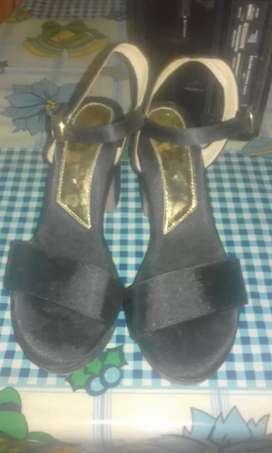 pantalla y zapatillas