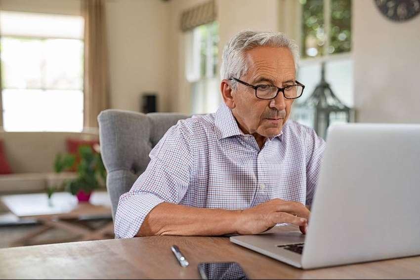 Clases de computacion para personas mayores de 50 años