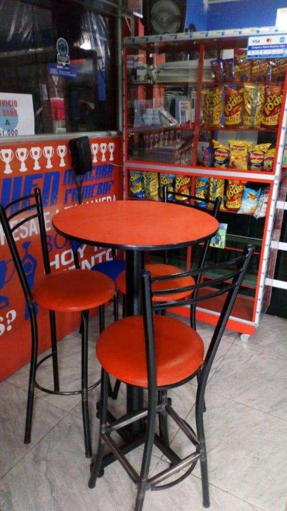 Mesa tipo bar con sillas 0