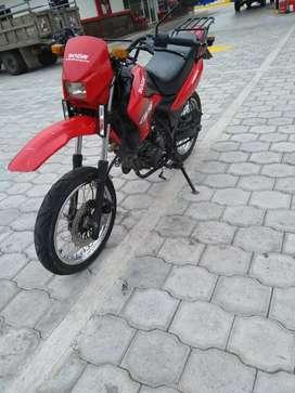 Vendo o cambio con otra moto Susuki en gs o pulsan 135 CC