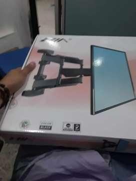 Le instalamos la base de doble brazo para televisores