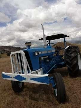 Tractor Ford 5000 reparado en general buenísimo