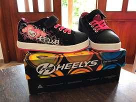 Zapatos patines marca heelys. Talla 32 para niña