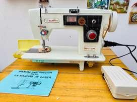 Máquina de coser Triumph deluxe como NUEVA!