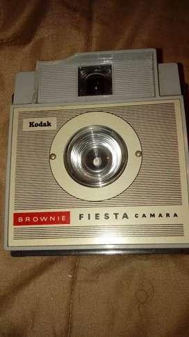 Cámara Vintage Kodak Fiesta Brownie con Estuche Original