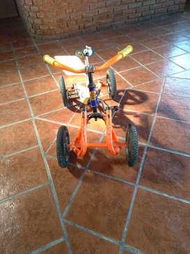 Cuatriciclo de niño a pedal