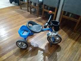 Triciclo como nuevo Lamborghini celeste