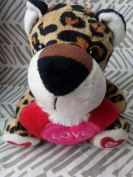 Peluche Leopardo Abrazando un Corazón