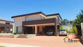 Casa de Venta - Cumbayá -  Jardín, Urbanización
