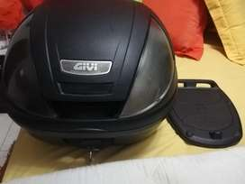 Maletero marca GIVI