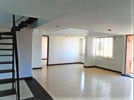 En Arriendo Apartamento Por la Loma Del Encierro Poblado . COD PR 3605.