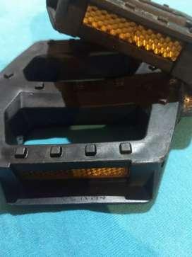 Pedales- eje de acero de 7mm