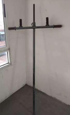 Barra para hacer espalda en dos posiciones con pasador para sostener discos, usada