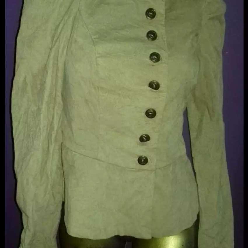 Hermosa chaqueta talle 2 0