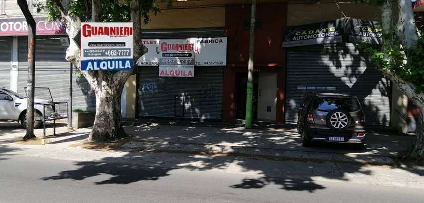 LOCAL COMERCIAL SOBRE AV. VERGARA, HURLINGHAM 0