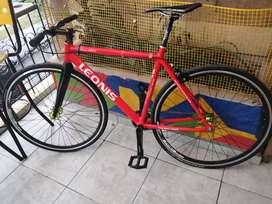 Bicicleta single speed tipo fixie en buen estado