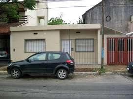 Casa americana en PH. A 3 cuadras de la estación castelar U$S 95.000