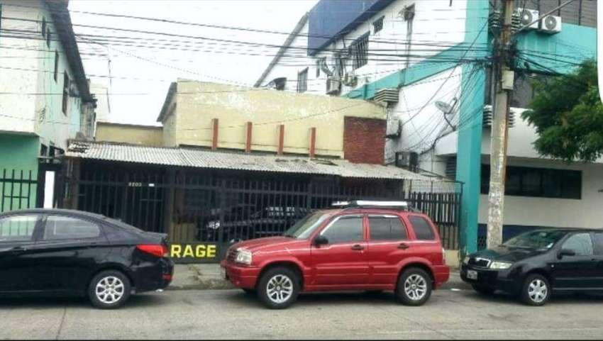 Venta de solar con construcción en excelente Zona Comercial, Junto a Clinica Alcivar, Centro Sur de Guayaquil 0