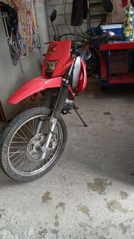 Vendo moto en buen estado único dueño matricula al día.