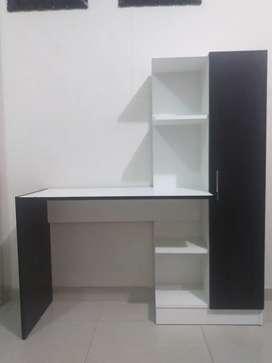 Librero con escritorio