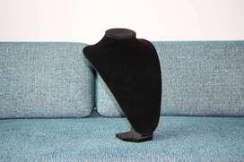Busto en terciopelo negro 3d